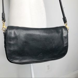 Stone Mountain black leather cross body bag.